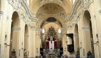 Funerali e polemiche: ok al saluto dei parenti in Chiesa