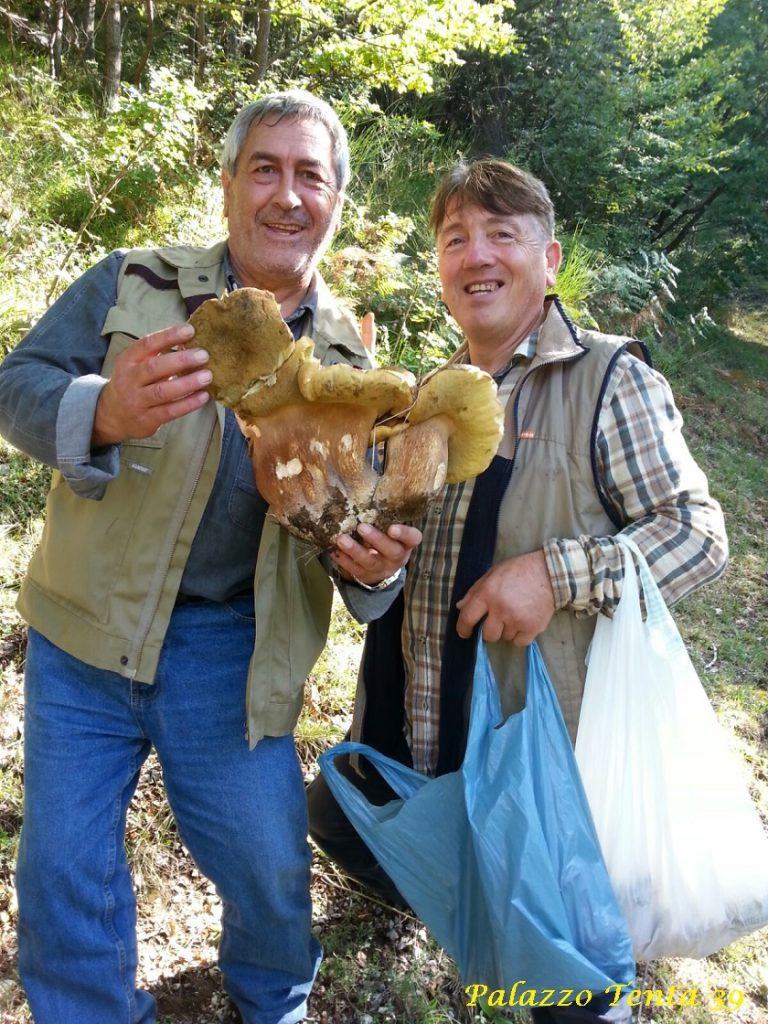 bagnoli-silvio-santoriello-e-gerardo-di-giovanni-porcino-gigante-1-700-kg