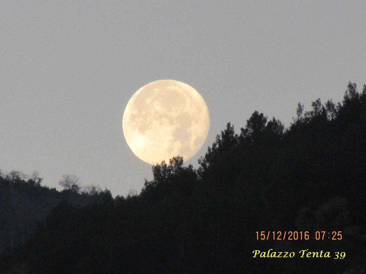 foto-angelo-capone-superluna-al-tramonto-mattutino